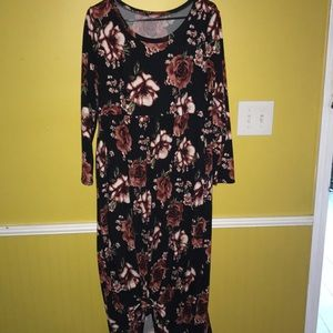 Long sleeve, floral maxi!Cute for valentines!